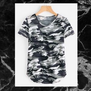 Tops - 🖤BLACK AND WHITE CAMO T-SHIRT SZ M🖤